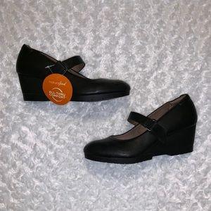 Black wedge shoes NWT
